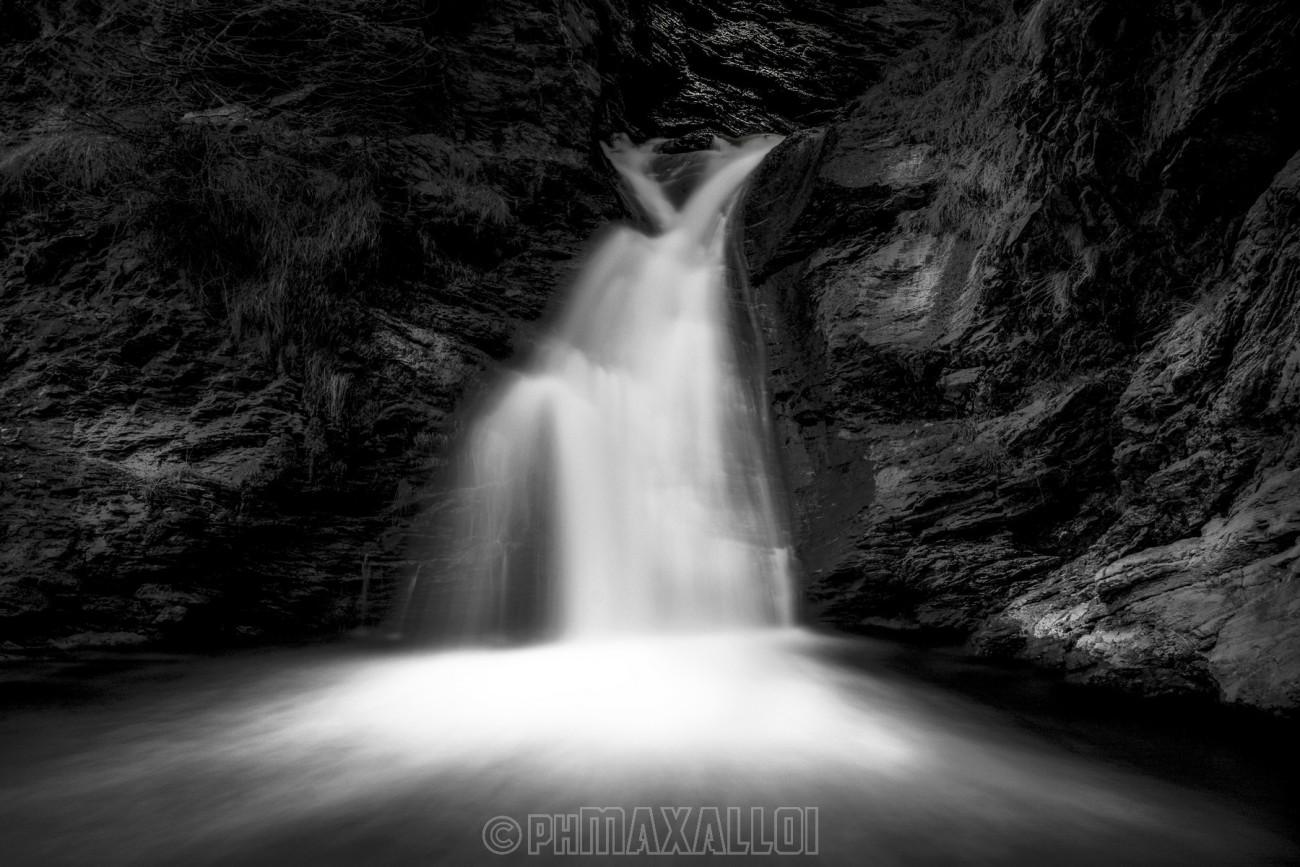Chianale, Valle Varaita. La sua cascata in bn